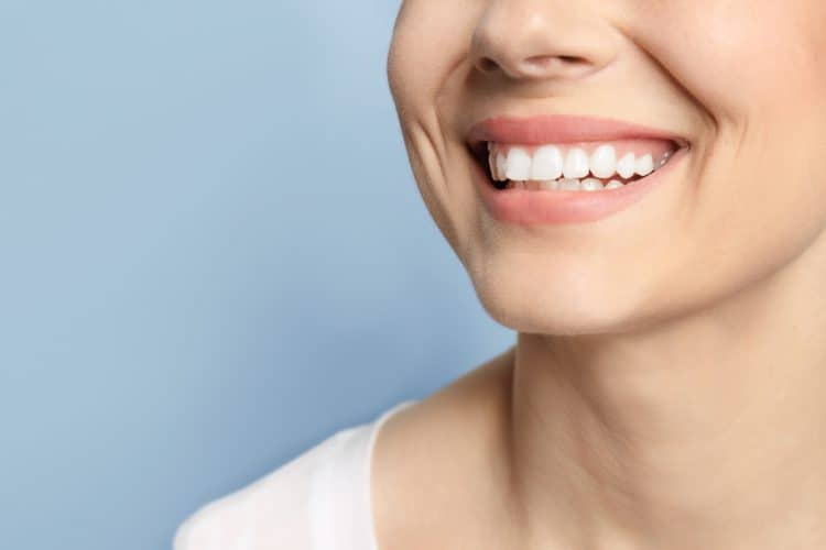 Lady-With-White-Strong-Teeth